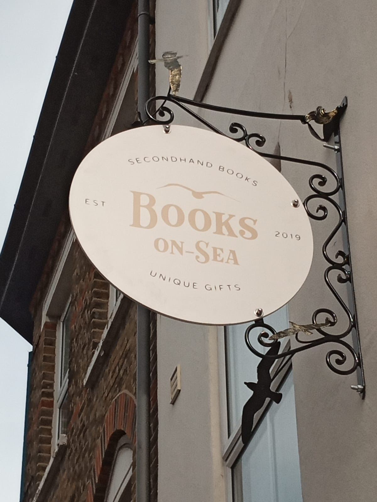 books on sea swing sign